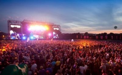 На рок-фестивалі Kozak Fest через буревій обвалився дах сцени