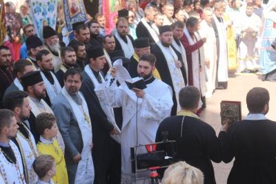 У Чернівцях тисячі вірян засвідчили підтримку церквам, які переходять до ПЦУ – фото
