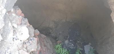 У Чернівцях провалився асфальт на вулиці Буковинській, утворилась глибока яма – фото