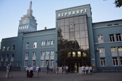 """У Чернівцях знову """"замінували"""" аеропорт, людей евакують з приміщення"""