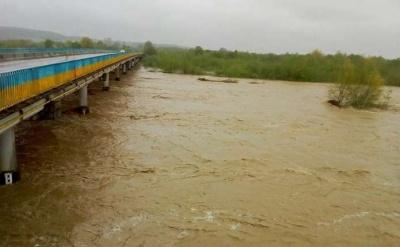 Штормове попередження. Синоптики очікують значний підйом води у річках на Буковині
