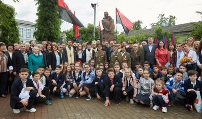 Польща та Ізраїль висловили протест через відкриття пам'ятника Шухевичу в Івано-Франківську