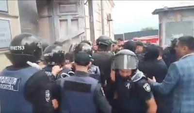 В Одесі під час сутичок під медуніверситетом постраждали 28 осіб - відео