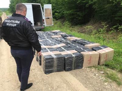 На Буковині податківці затримали партію контрабандних цигарок на майже 2 млн грн – фото