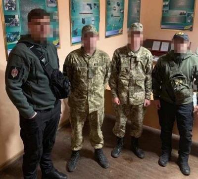 На Буковині заарештували трьох прикордонників, яких затримали на хабарі