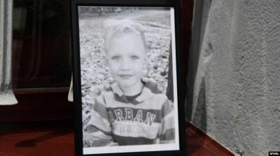 Убивство дитини: Адвокат стверджує, що у дворі було ще дві особи