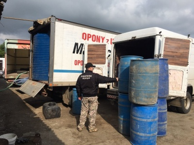На Буковині заарештували автомобілі, в яких порушники зберігали майже 20 тонн спирту