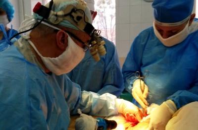 Медики врятували буковинця, якого важко травмував мотоблок