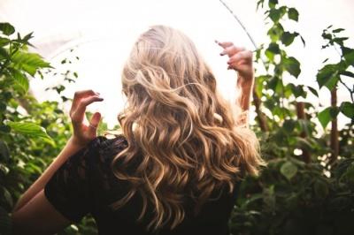 Як доглядати влітку за волоссям