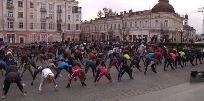 У Чернівцях встановлять новий рекорд України: проведуть наймасовішу руханку для людей за 55