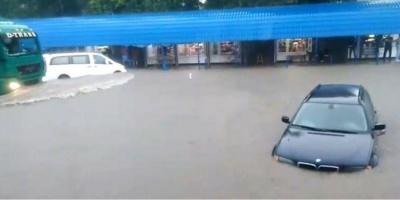 Кам'янець-Подільський затопило внаслідок потужних злив – відео