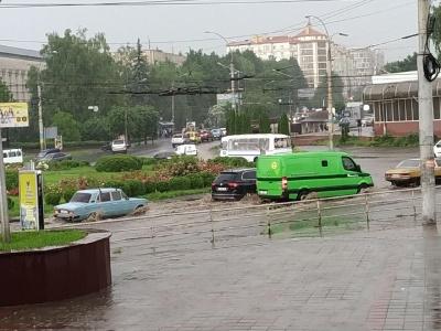 У Чернівцях дощ заливає центральні вулиці міста - фото