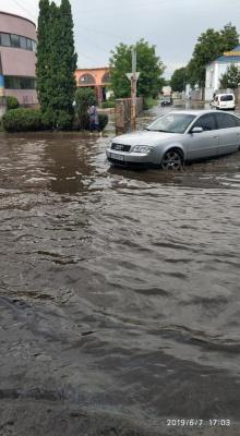 Злива в Чернівцях: через негоду знову затопило вулиці - фото