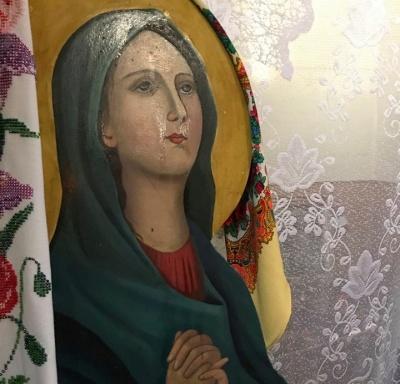У храмі на Буковині п'ять днів мироточать ікони - фото