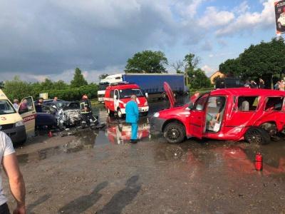 У Чернівцях внаслідок зіткнення двох авто постраждали 4 осіб. Уточнено