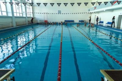 У Новодністровську реконструюють 25-метровий басейн
