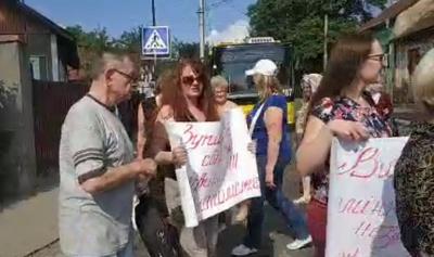 Газовий скандал: у Чернівцях група жителів заблокувала рух транспорту на вулиці Винниченка