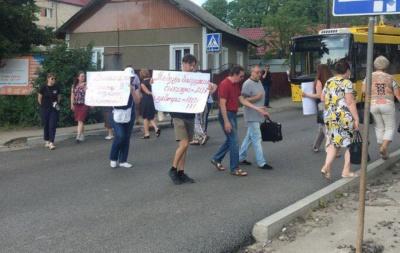Відновлено рух транспорту на вулиці Винниченка, яку перекривали чернівчани