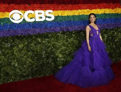 Емілі Ратаковськи з відвертим декольте і чоловік у сукні: найяскравіші вбрання зірок на Tony Awards - фото
