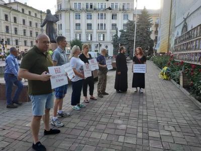 Чернівці долучилися до акції проти «капітуляції» – фото