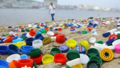 Канада заборонить одноразовий пластик