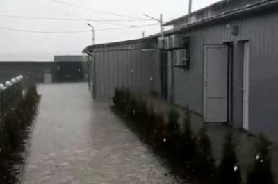 Непогода на Буковине: в Годилов выпал сильный град - видео