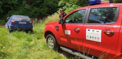 Легковик впав у річку: рятувальники розповіли, як рятували водія у Вижниці – фото