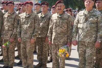 Чернівці урочисто зустріли десантників 80-ї бригади, які повернулися з війни – фото