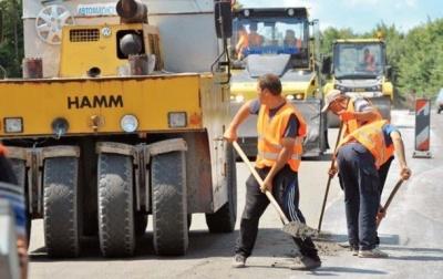 """В """"Укравтодорі"""" кажуть, що відремонтували 50% доріг"""