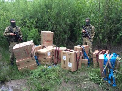 Стрілянина на кордоні: у Селятині контрабандисти покинули 20 ящиків цигарок