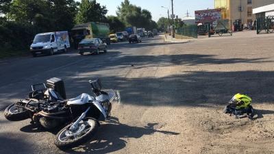 У Чернівцях внаслідок ДТП мотоцикліст отримав струс мозку – фото