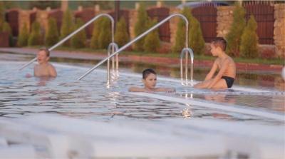 Де скупатися у басейнах в Чернівцях (на правах реклами)