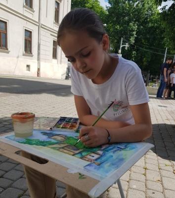 «Малюю змалечку»: чернівчанка виборола срібло на міжнародному художньому конкурсі