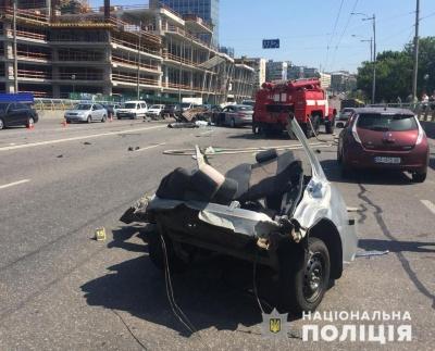 Моторошна автотроща в Києві: загинули четверо людей - фото