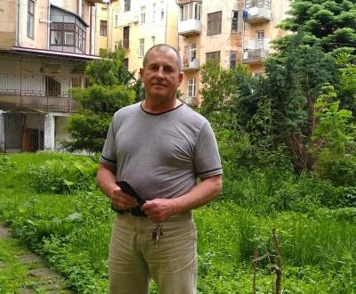 «Хребет виліковую за пів року»: буковинець за власною методикою позбувся грижі