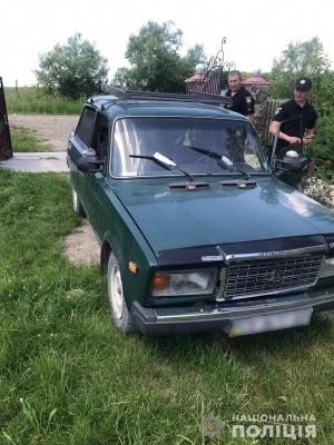 Збив людину і втік: поліцейські встановлюють деталі ДТП на Буковині