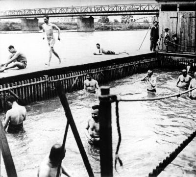 На річці Прут були муніципальні жіночі та чоловічі купальні - фото