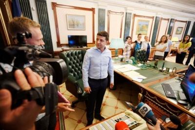 Зеленський показав свій кабінет на Банковій – фото