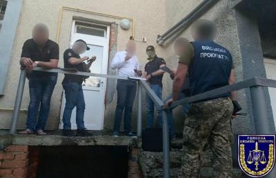 На Буковині начальник поліції намагався підкупити працівника військкомату