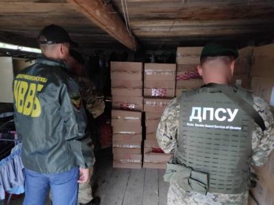 У Чернівецькій області правоохоронці вилучили велику партію контрабандних цигарок