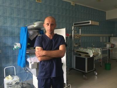 «Тато року-2019»: лікар з Чернівців про те, як виходжує недоношених немовлят