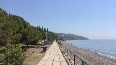 Тотальна пустка: порожню туристичну дорогу до окупованого Криму - відео