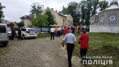 Релігійний конфлікт: поліція охороняє збори вірян у селах на Буковині