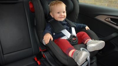 Чому не можна лишати дітей у замкненій машині під час спеки