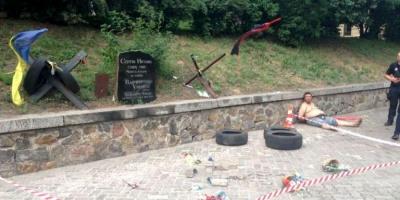 У Києві невідомий розбив меморіал Героя Небесної сотні Нігояна — фото