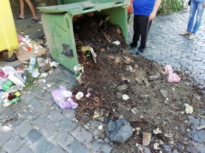 Комунальники закликали чернівчан не викидати в альтфатери землю й будівельне сміття