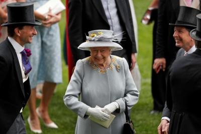 Єлизавета II взяла під контроль життя Меган Маркл і принца Гаррі – ЗМІ