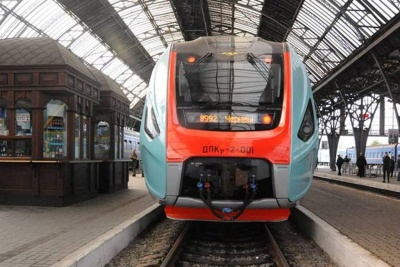 Потяг «Чернівці–Львів» зламався у дорозі та затримався на дві години