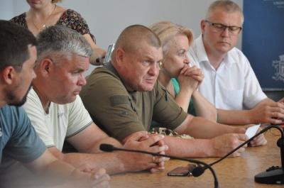 Пікетувальники, які перекрили вулицю Хотинську, зібралися у міській раді - відео