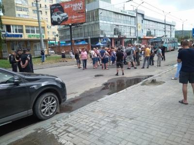 Активісти розблокували вулицю Хотинську в Чернівцях